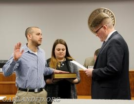 Jeffery Binder receives his Oath of Office from Councilman Kulmala